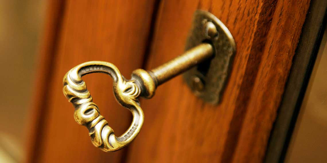 -------------------------------------------------Turning-the-Key-In-the-Door