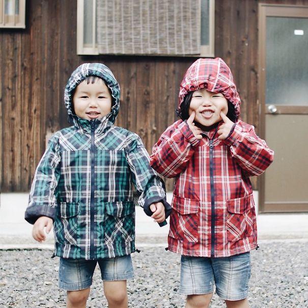 --------------------------------childhood-twin-sisters-family-pictures-sunmoooon-akira-oozawa-16  605