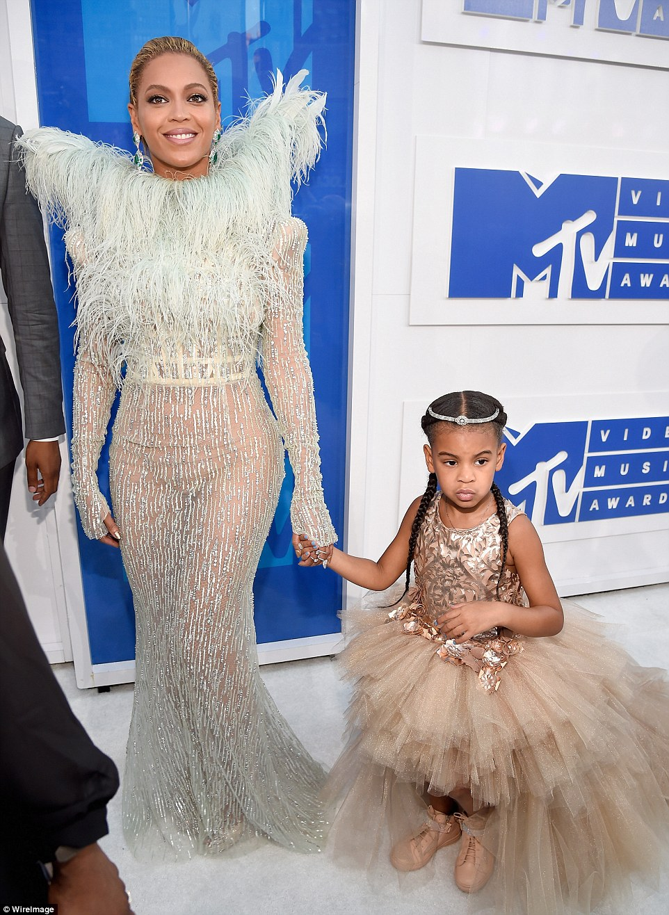 37AA111E00000578 3755431 Tutu cute Beyonce brought daughter Blue Ivy as her date to the M a 51 1472425634223