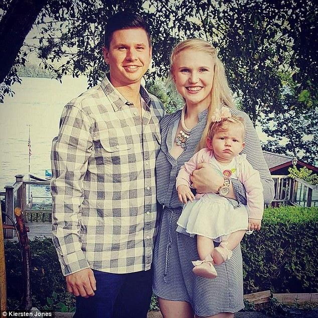 38DDE45100000578 3812022 Happy family Kiersten s husband Derek 34 was the one who was ins a 4 1475082152922