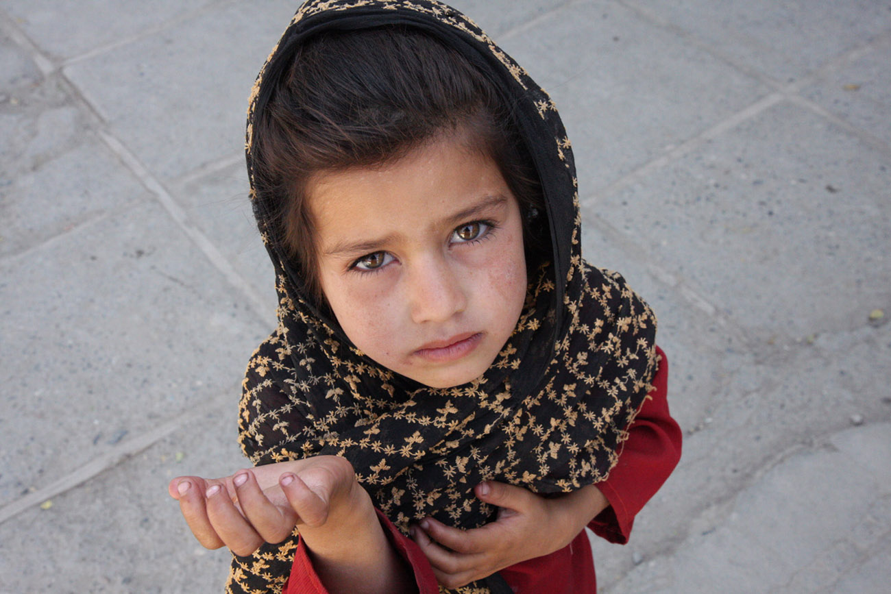 Afghan girl begging
