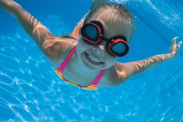 78454799 girl underwater 1