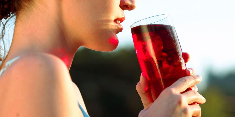 landscape 1460654009 uti cranberry juice