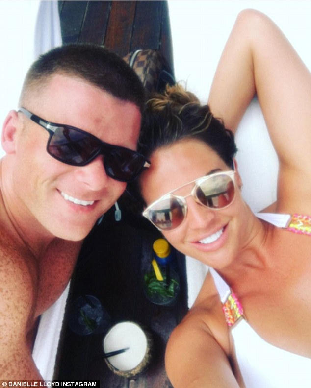 3696897F00000578 3707835 Loved up Danielle and her fiance Michael O Neill on holiday in L m 55 1469490224856