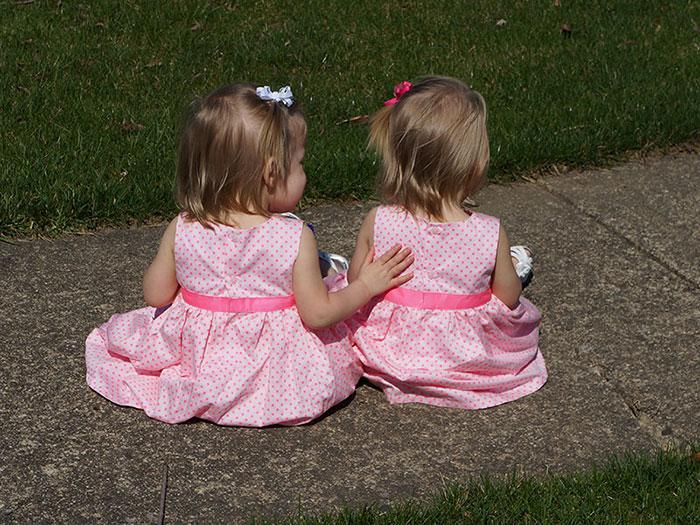 identical twins born holding hands jenna jillian sarah thistlethwaite 9