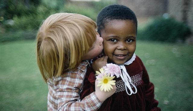 162385 white kids kisses black kid