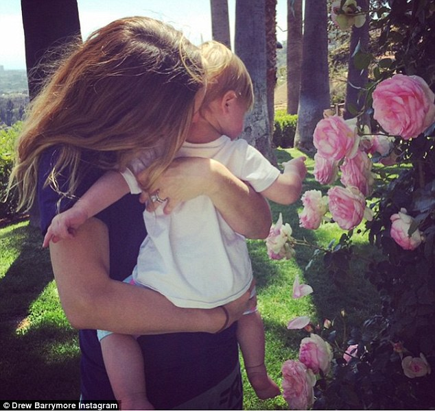 32BF69F800000578 3527339 Love is in the air The former couple are parents to daughters Ol m 82 1459988923175