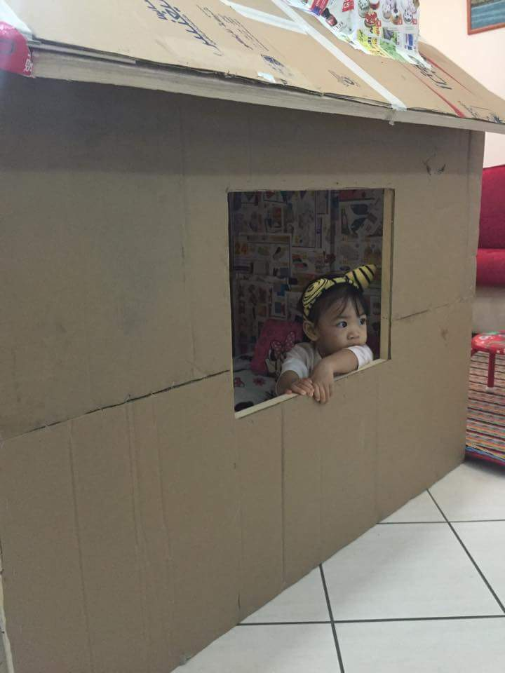 DIY cardboard playhouse 02