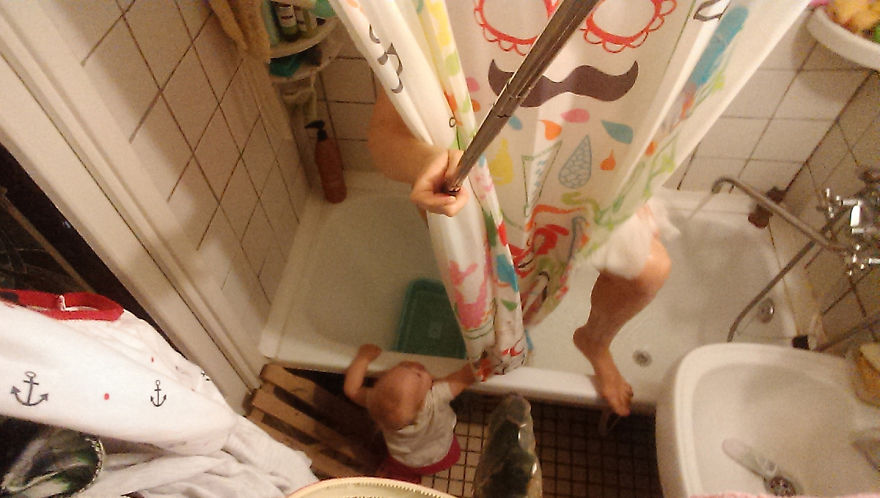 i documented what its like to be a mom with a selfie stick 25 880