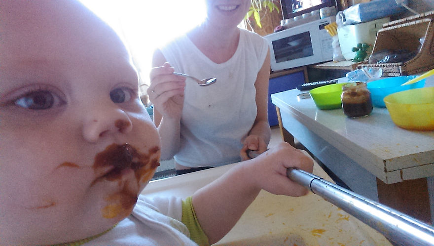 i documented what its like to be a mom with a selfie stick 8 880