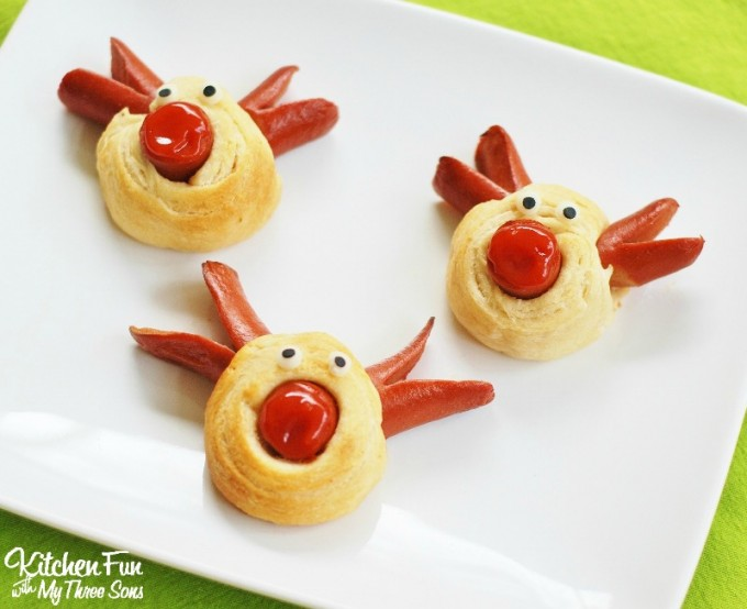Rudolph the Red Nose Reindeer Hot Dog for Christmas 2 680x554