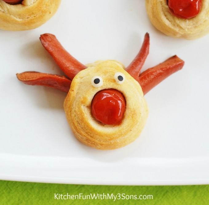 Rudolph the Red Nose Reindeer Hot Dog for Christmas 3 680x667