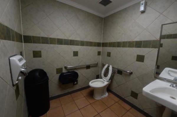 bathroom5n 3 web 600x399