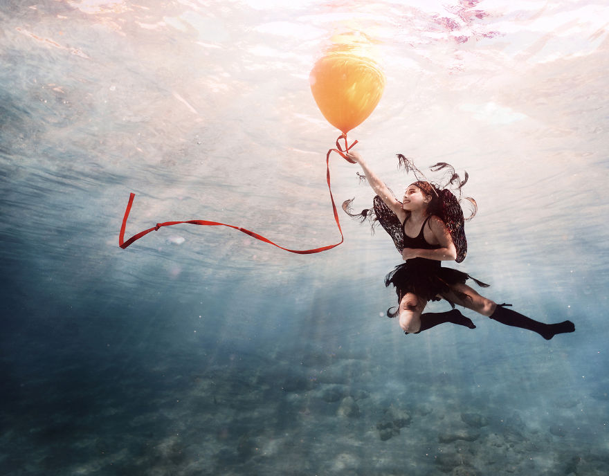 i travelled to bonaire island and photographed local children underwater 2 880