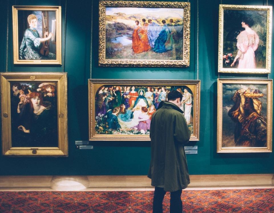 Take Museum Tour