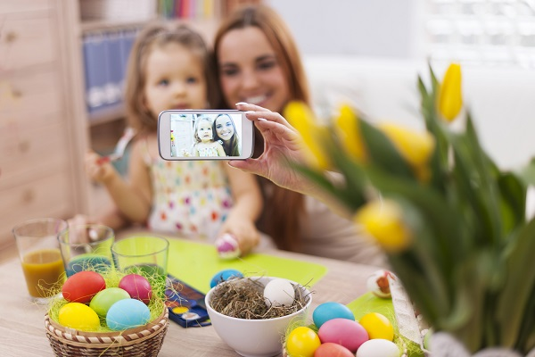 mother and daughter selfie anna bizon 123RF