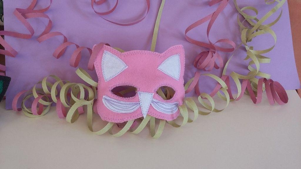 xeiropoiites apokriatikes maskes 1