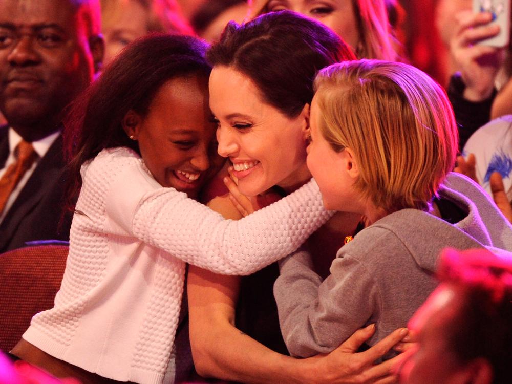 Angelina Jolie Kids Choice Awards L 1