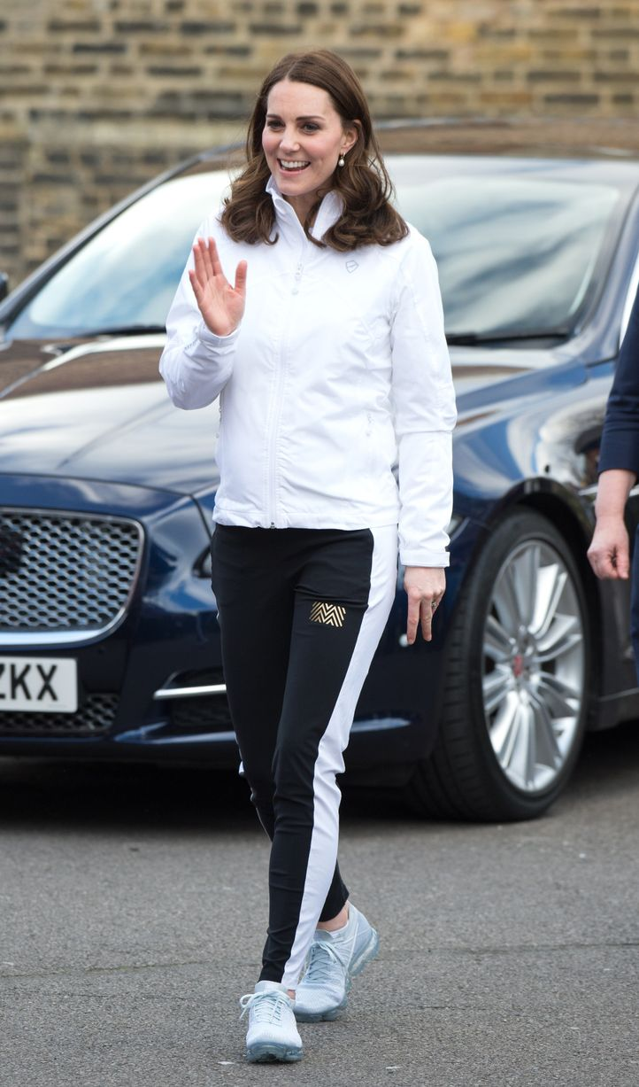 kate middleton egkymosini 1