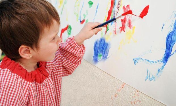 Αφήστε το παιδί σας να ζωγραφίσει τους τοίχους!