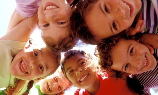 Περάστε χρόνο με τους φίλους του παιδιού σας!