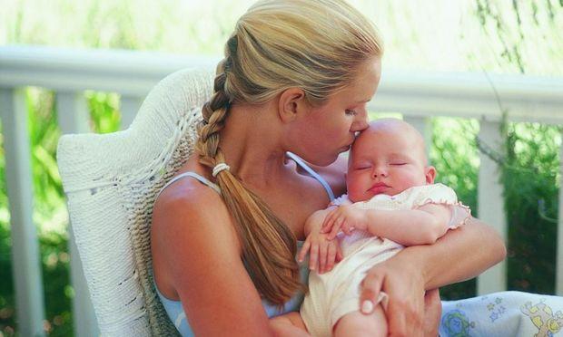 Πώς να κρατάτε το μωρό σας