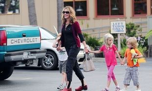 Πώς αντιμετωπίζει τη μητρότητα η Julia Roberts;