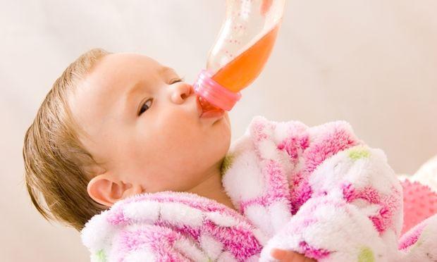 Βάλτε τη φρουτόκρεμα του μωρού σας σε… μπιμπερό