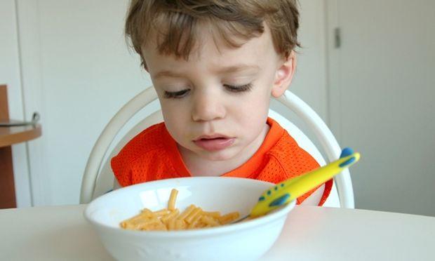 Το παιδί μου δεν τρώει αρκετά ή εγώ του δίνω παραπάνω φαγητό;