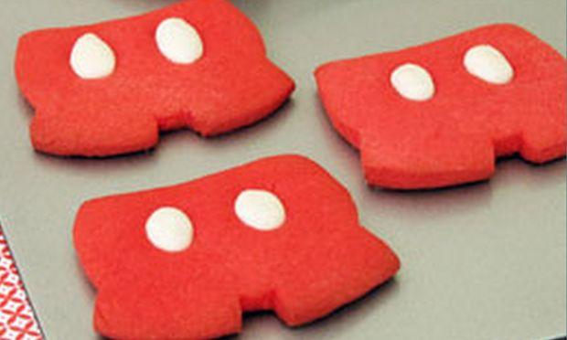 Φτιάξτε μπισκότα με σχήμα τα σορτσάκια του Mickey Mouse