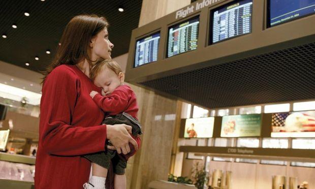 Αεροπορικό ταξίδι κατά τον θηλασμό: 8 πράγματα που πρέπει να γνωρίζετε