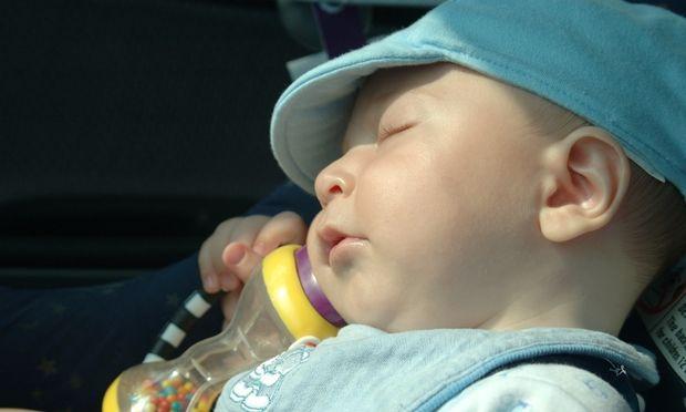 Πώς μπορώ να προστατέψω σωστά το μωρό μου από τον ήλιο;