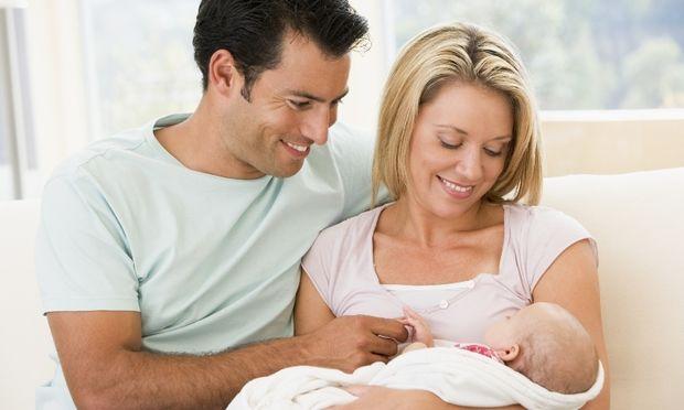 Εμπιστευτείτε το σύντροφό σας για τη φροντίδα του μωρού