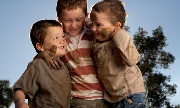 Παιδιά στη λάσπη… μαμάδες σε απόγνωση
