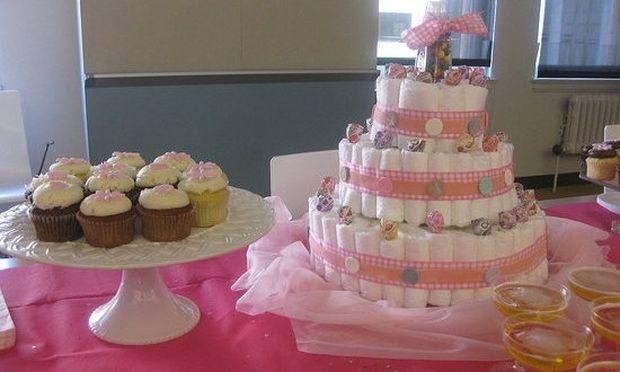 Πώς να διοργανώσετε ένα πάρτι πριν τη γέννα στο γραφείο;