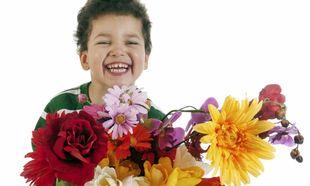 Φωτογραφίες μέσα σε λουλούδια για τη γιορτή της Μητέρας