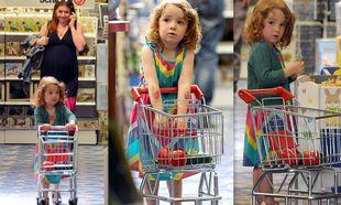 Satyana: Η… shopaholic κόρη της Alyson Hannigan