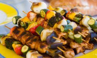 Εύκολα σουβλάκια με κρέας και λαχανικά!