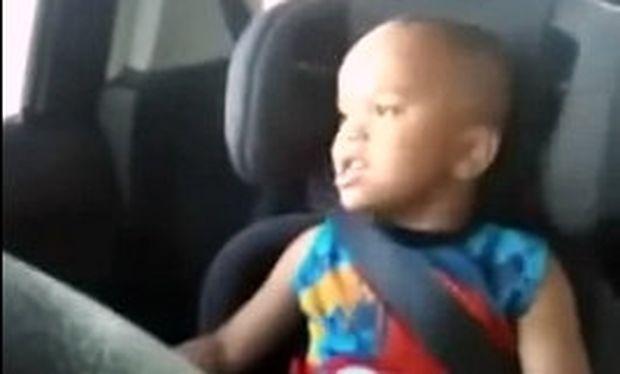 Αστείο βίντεο: Πιτσιρικάς τραγουδάει επιτυχία του Bieber!