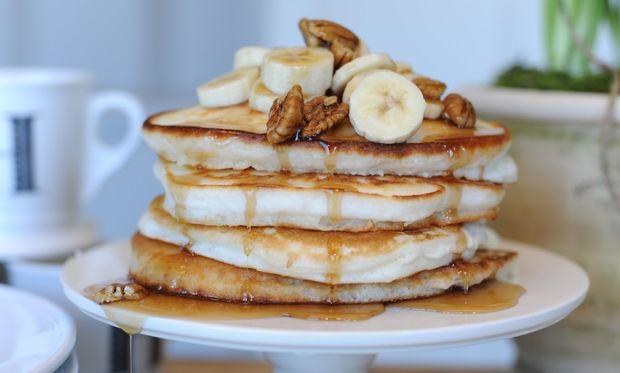 Τηγανίτες με μπανάνα και φιστίκια