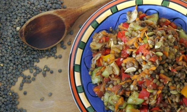Νόστιμη και θρεπτική σαλάτα με φακές