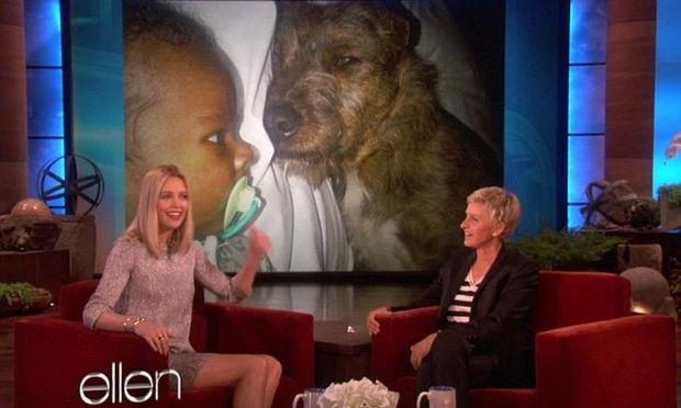 Charlize Theron: Τα σκυλιά μου με βοηθούν με το μωρό