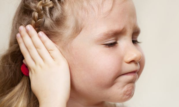 Ωτίτιδα: Πώς εκδηλώνεται σε παιδιά και πώς αντιμετωπίζεται