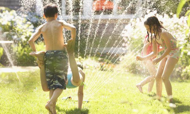 Πάρτι στον κήπο και παιχνίδια με το νερό!