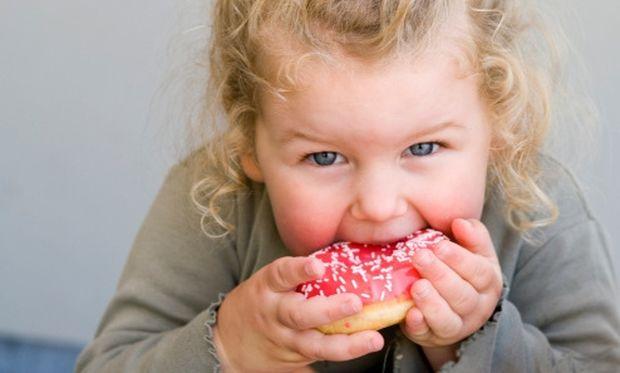 Ποια πρέπει να είναι η σχέση του παιδιού μου με τα γλυκά;