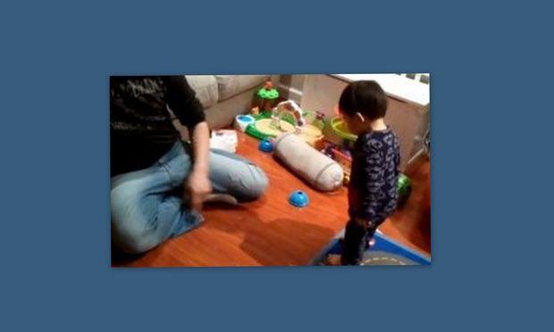 Video: Όταν ένας πιτσιρικάς ανακάλυψε τη σκιά του!