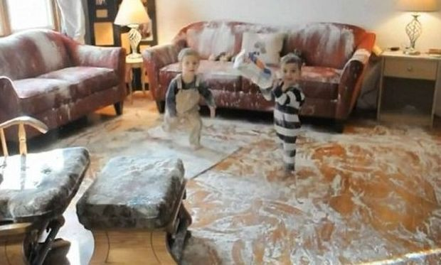 Video: Τι μπορεί να συμβεί με δύο μπόμπιρες και μια σακούλα αλεύρι!