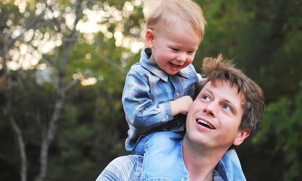 Τα παιδιά συμβουλεύουν: Πώς να γίνετε τέλειοι μπαμπάδες! (video)