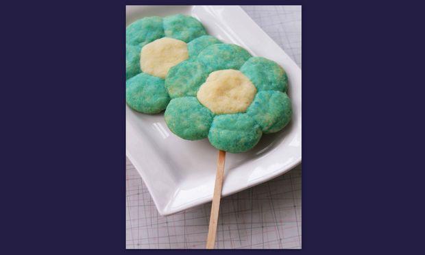 Μπισκότα σκέτα λουλούδια για να τα φάνε με καλαμάκι!