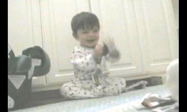 Βίντεο: Γιατί γελάει ο Ίθαν;